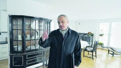 Zu Besuch in seinem ehemaligen Amtssitz: Baureferent Joachim Krauße staunte, was aus den Büroräumen an der Breitscheidstraße nach der Kernsanierung geworden ist.