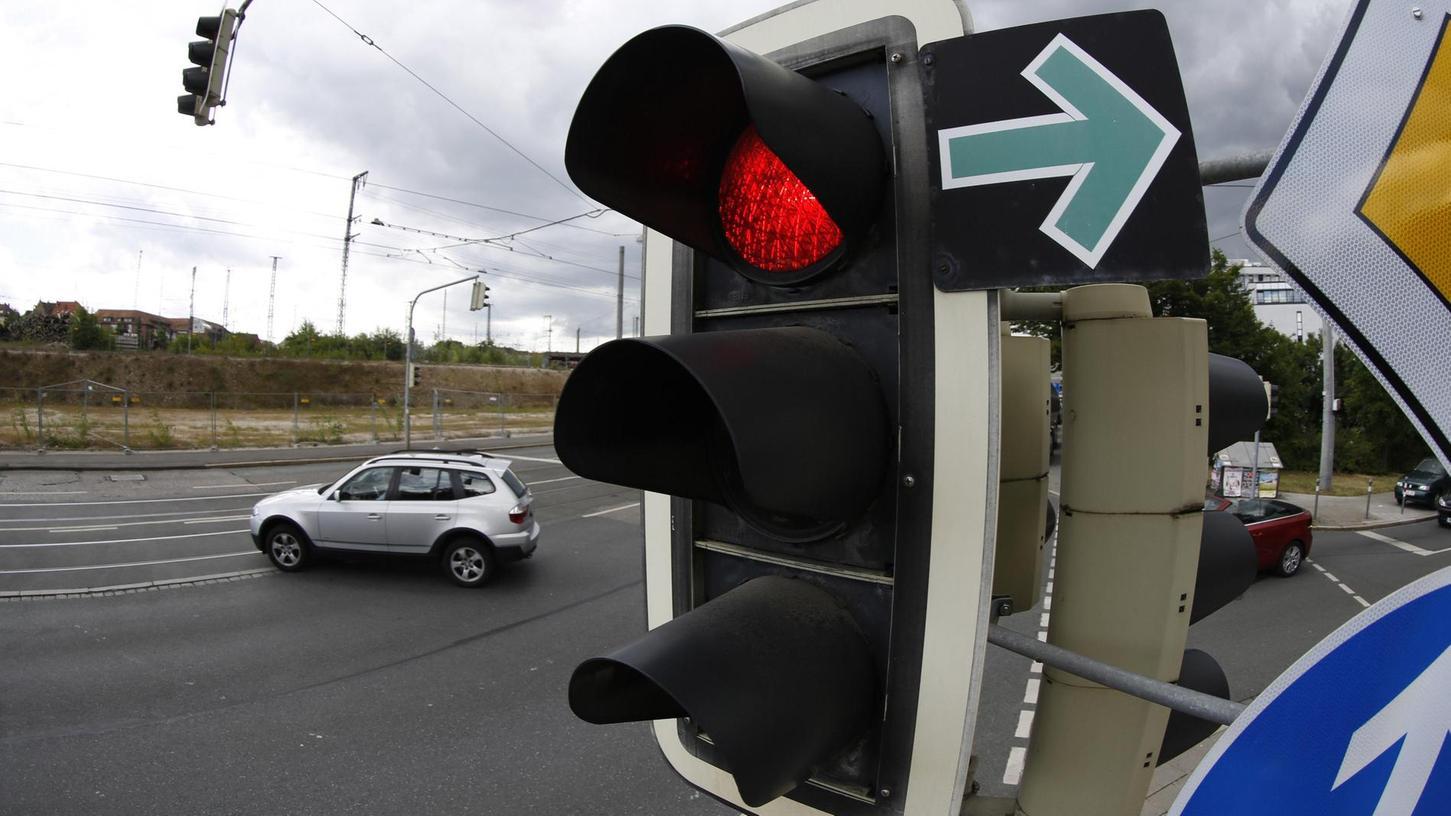 Ein paar Schilder mit dem grünen Pfeil stehen noch im Nürnberger Stadtgebiet.