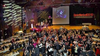 Zu den Klängen der Klaus-Hörmann-Tanzband schwangen die Gäste beim diesjährigen Sportlerball im großen Saal der Ladeshalle das Tanzbein.