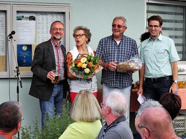 Christoph Schmitz (rechts) und Werner Baum (links) ehrten die beiden Dauerbesucher Klaus Storch und Barbara Erhard aus München.