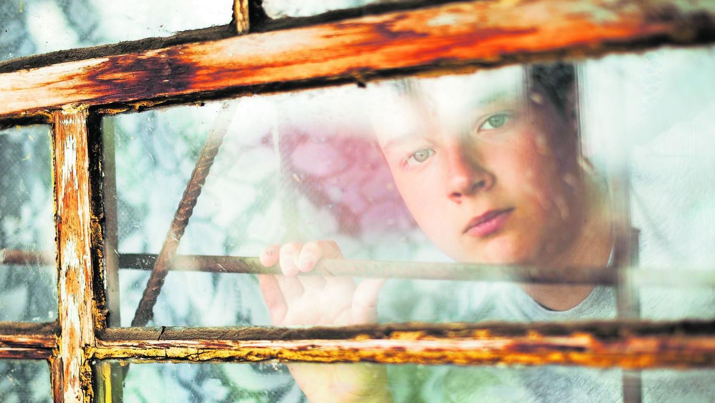 Kinder, die mit psychisch kranken Eltern aufwachsen, werden emotional stark belastet. Experten fordern deshalb eine Kindersprechstunde, wie es sie in Augsburg gibt.