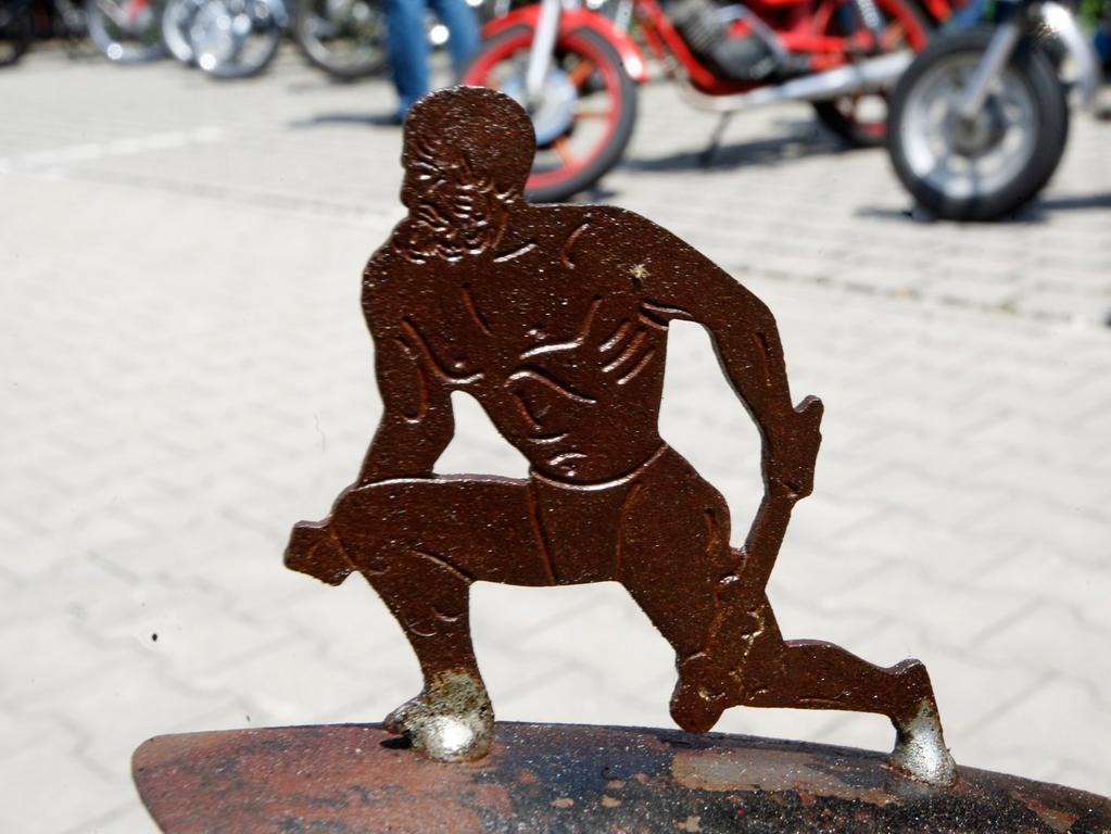 Markenzeichen von Hercules war einst der kraftstrotzende Sohn von Göttervater Zeus. Der Halbgott aus der griechischen Mythologie zierte auch einige Jahre lang die vorderen Schutzbleche der Nürnberger Fahrräder.