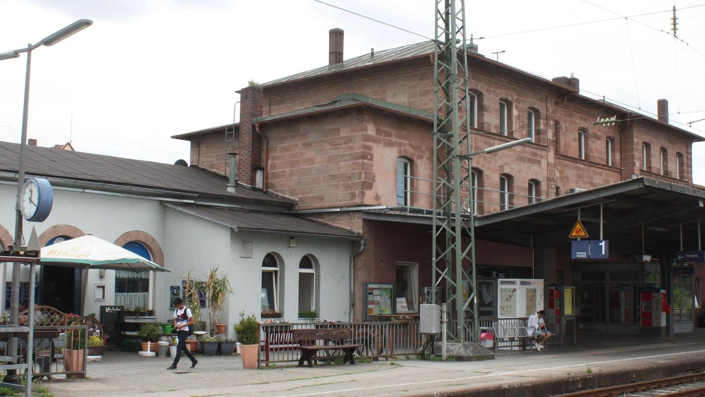 Der Gunzenhäuser Bahnhof gehört nun der Stadt.