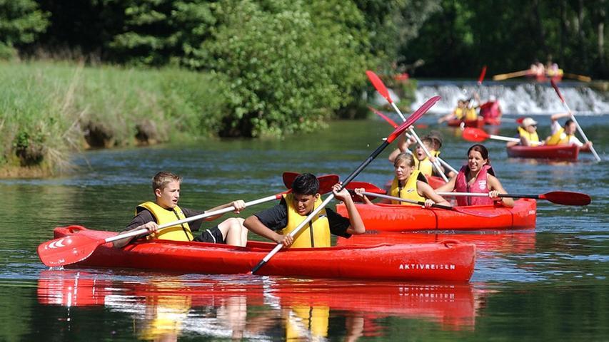 Kanu-Fahren auf der Wiesent, Kajak-Fahren auf der Wiesent, Schlauchboot-Fahren auf der Wiesent. Kurzum: Paddeln auf der Wiesent - im Sommer ein feucht-fröhliches Erlebnis.