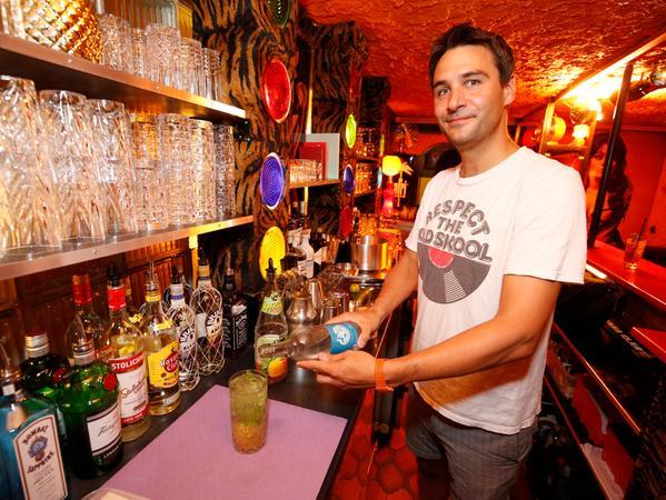 Nuernberg , 13.07.2017..Ressort: Online Fotografie: Stefan Hippel..Samson probiert im Downtown Cocktails