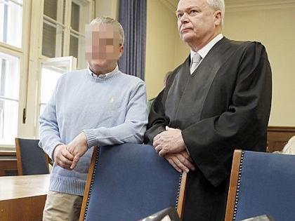 Friedrich P. räumt den Mordvorwurf ein. Anwalt Axel Graemer vertritt ihn im Prozess.