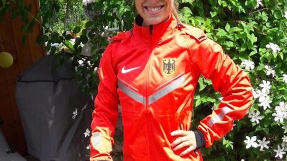 Nur ein Laufshirt in ihrer Größe fehlt noch, ansonsten ist Lisa Wirth bereit für die Deutsche Nationalmannschaft.