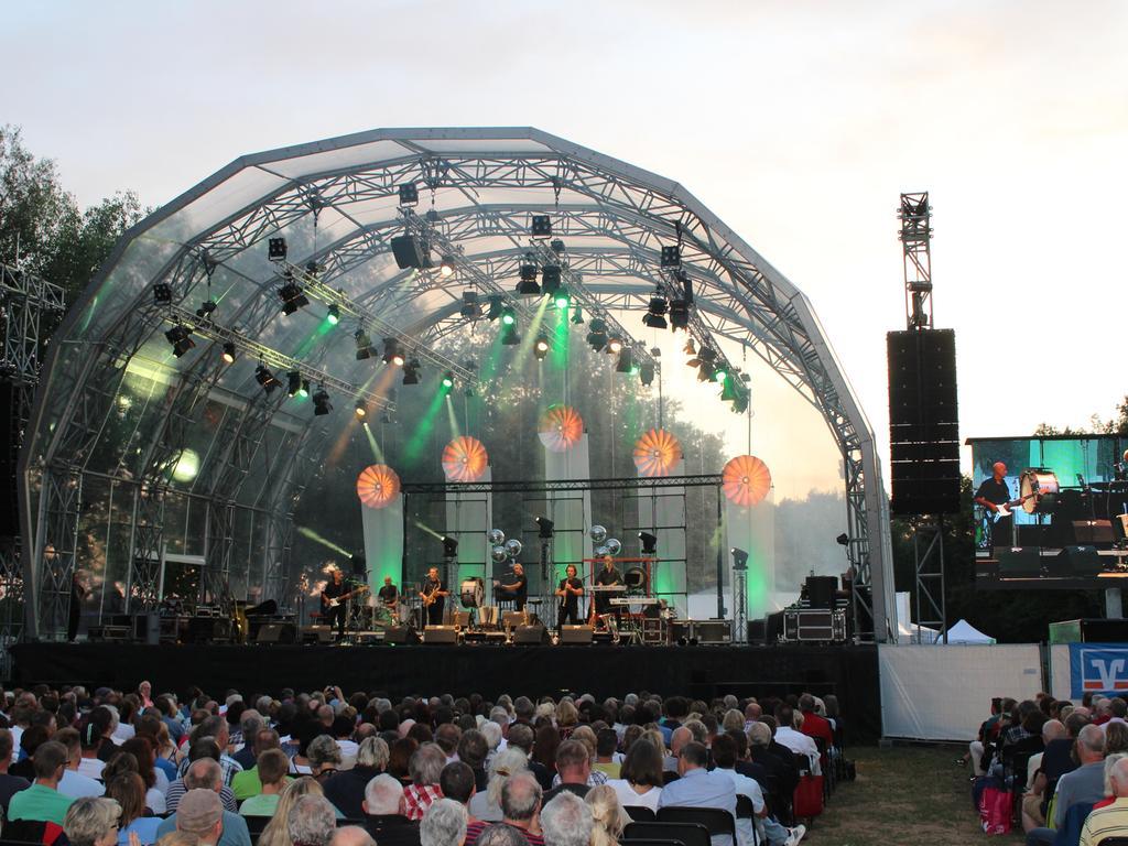 Foto: Max Danhauser Motiv: Live am See Festival, unter anderem mit Gankino Circus, Hans Well und die Wellbapn, Haindling Datum: 22.07.2017 Ressort: Erlangen