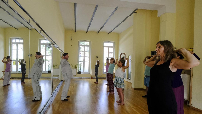 """Tai Chi, Yoga und mehr: Im """"Raum 4"""" von Susanne Nestor ist Platz für verschiedene Kursangebote. Außerdem berät die Personalentwicklerin in dem großzügigen Raum ihre Klienten."""