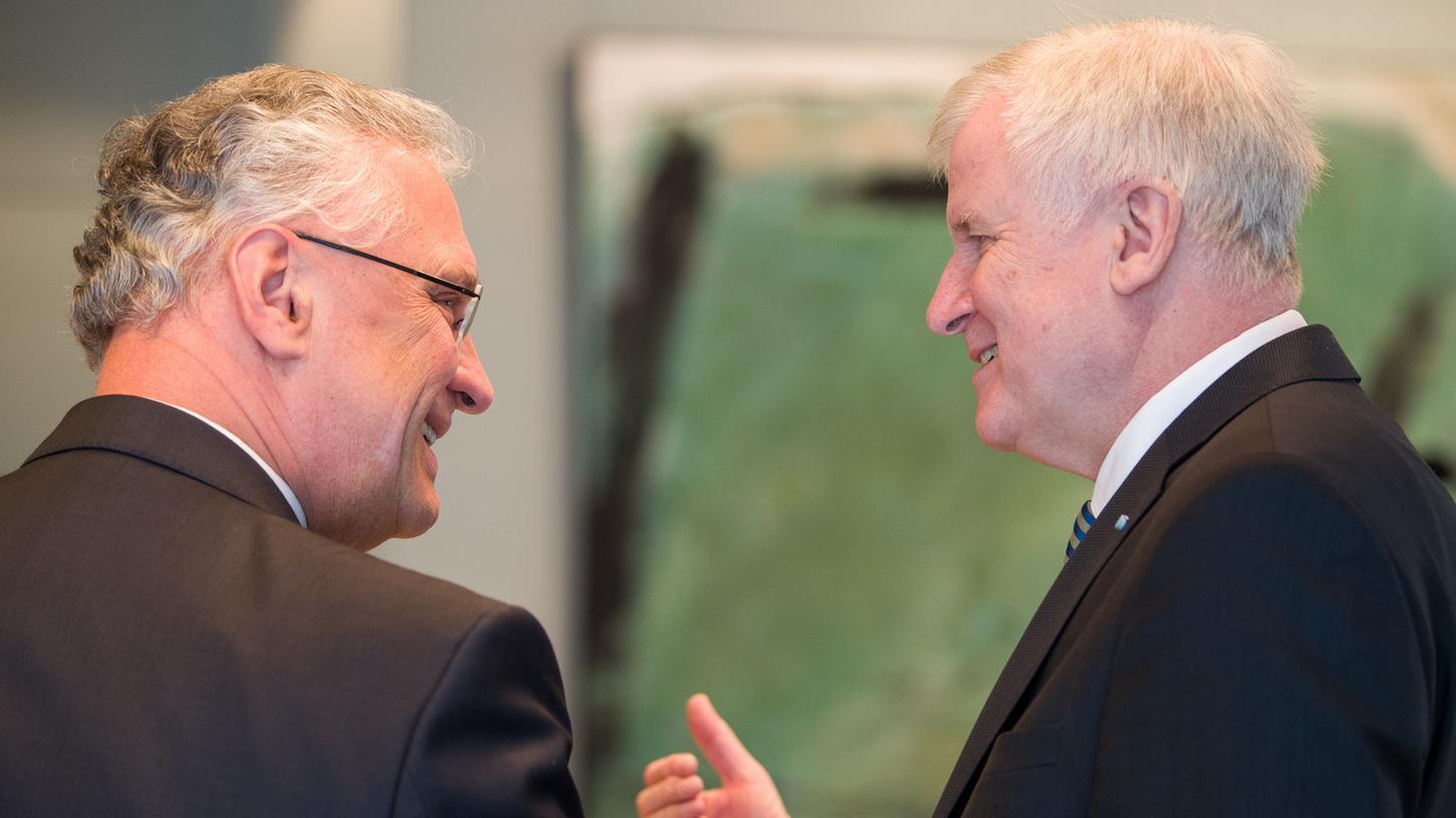 Bayerns Innenminister Joachim Herrmann (l.) hat gute Chancen die Nachfolge von Ministerpräsident Horst Seehofer anzutreten.