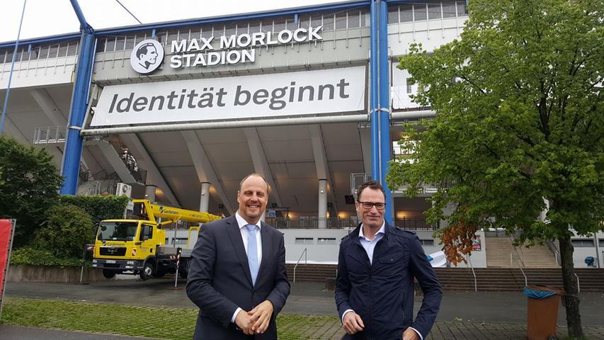 Mit einer Crowdfunding-Kampagne sollen die FCN-Anhänger ihren Teil dazu beitragen, dass das Stadion nach Nürnbergs großem Idol benannt wird. Die geplante Summe wird zwar nicht erreicht, doch die Consorsbank, die sich die Namensrechte an der Arena für drei Jahre gesichert hat, springt ein und tauft die Spielstätte zur Saison 2017/18 in Max-Morlock-Stadion - und erfüllt damit den Traum vieler Club-Fans.