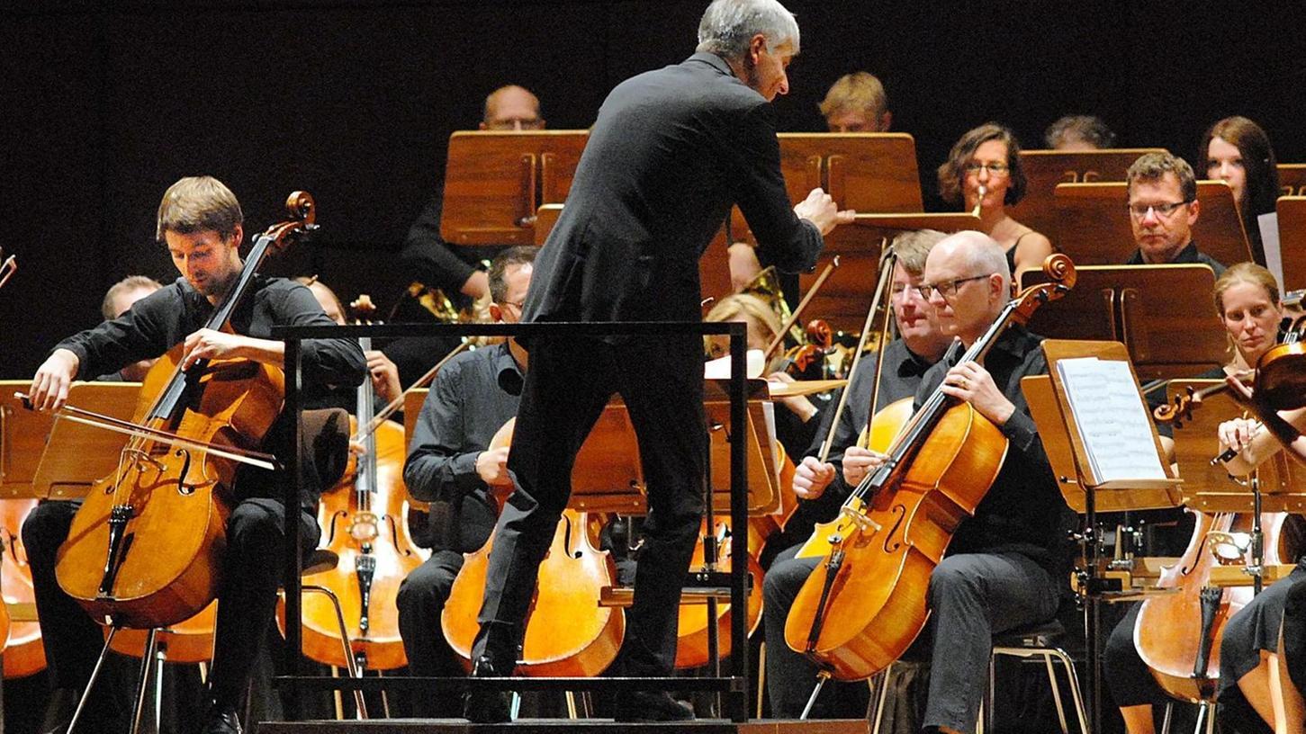Inspirierte das Orchester zu Höchstleistungen: Gordian Teupke dirigierte die Junge Philharmonie Erlangen in der Ladeshalle.