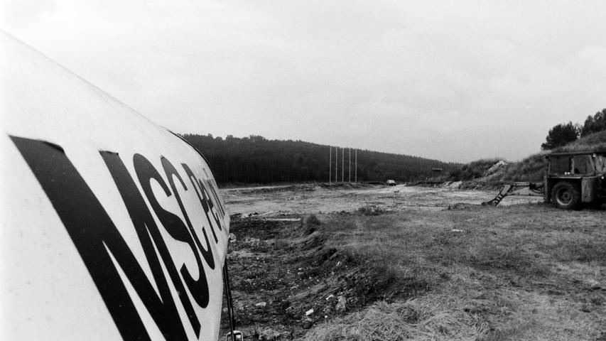 Auf einer früheren Bauschuttdeponie bei Scharthammer begann der MSC Pegnitz vor 25 Jahren mit dem Bau seines Motorsportparks. Vorausgegangen war ein Rechtsstreit um den Pachtvertrag für das zwölf Hektar große Gelände, der vor dem Landgericht in Bayreuth mit einem Vergleich endete. Der Ausbau erfolgte in enger Zusammenarbeit mit dem ADAC. Befürchtungen von Anliegern hinsichtlich der Lärmbelästigung hielt der damalige MSC-Vorsitzende Herbert Gabler für unbegründet, diene doch die Anlage in erster Linie dem Sicherheitstraining.