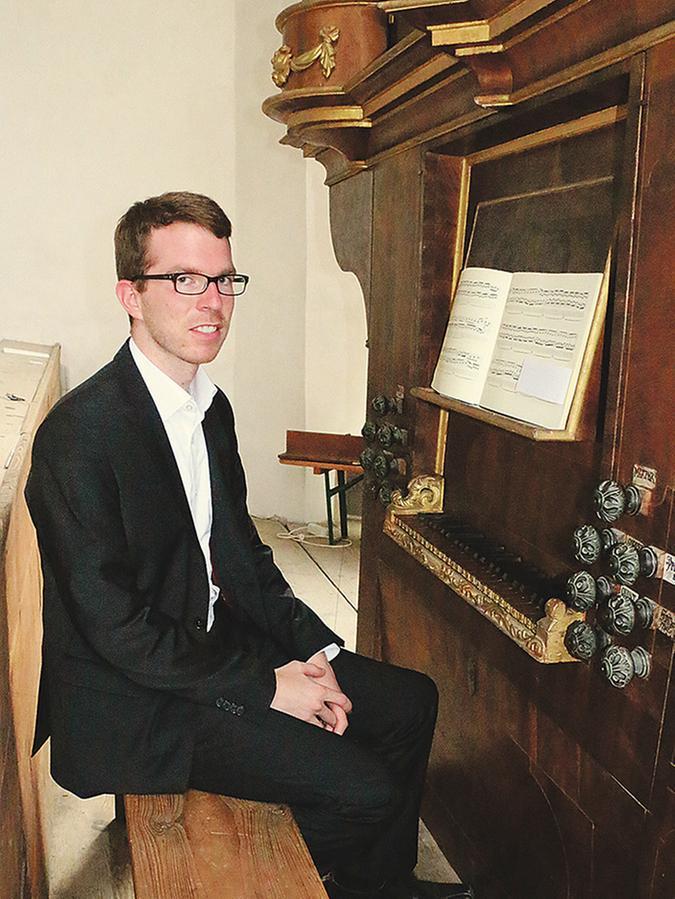 Heimischer Organist: Sven Bergdolt aus Geislohe steuerte mehrere Werke auf der aus dem 18. Jahrhundert stammenden Orgel der Augustinerkirche zu dem Konzert bei.