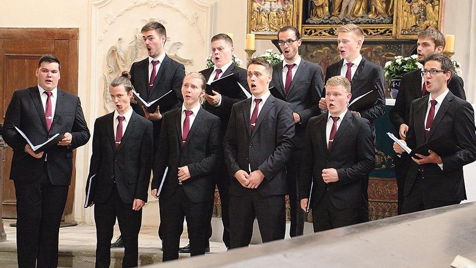 Ein junger Chor mit großer Leidenschaft für die Musik: Unter der Leitung von Dirigent Justus Merkel boten die elf Mitglieder von Sonat Vox ein eindrucksvolles Konzert in der Kirche des ehemaligen Augustinerklosters in Pappenheim und zogen die zahlreichen Zuhörer in ihren Bann.