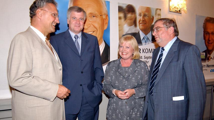 Im Redoutensaal kamen (v.l.) Joachim Herrmann, Ex-Bundesgesundheits-Minister Horst Seehofer, die Erlanger CSU-Vorsitzende Birgitt Assmus und CSU-Stadtrat Max Hubmann zusammen.
