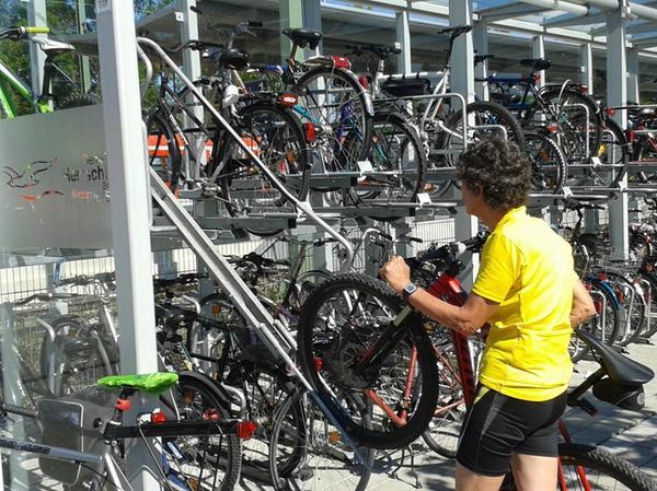 Herrsching am Ammersee: Was das Abstellen der Fahrräder an der Bahnstation betrifft, stellt die 11.000-Seelen-Gemeinde die mittelfränkische Großstadt locker in den Schatten.
