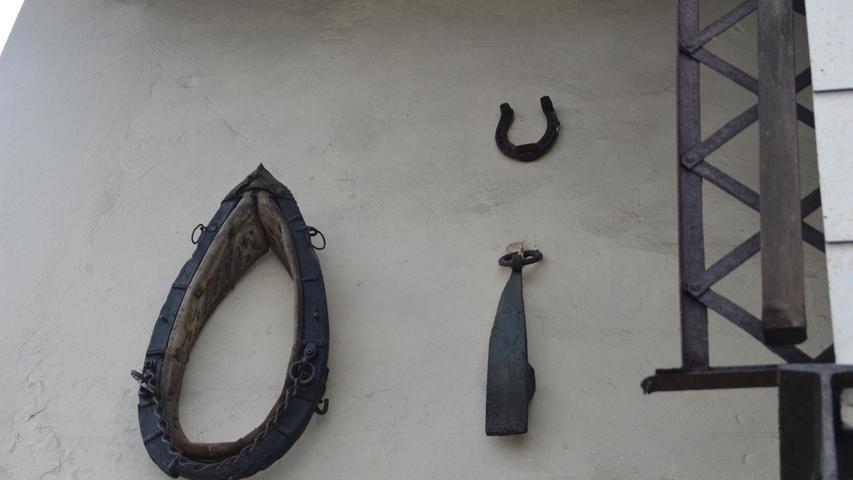 Zu finden sind auch Relikte aus der Zeit der Pferdefuhrwerke.