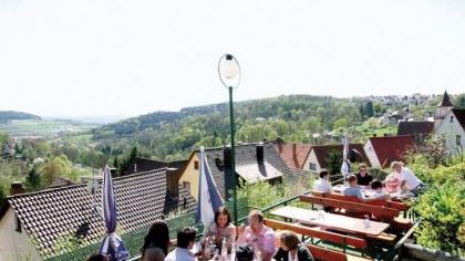 Hoch über Gräfenberg befindet sich der Biergarten, von wo aus man ein herrliches Panorama genießen kann.