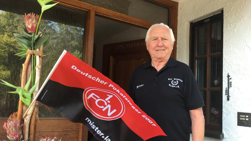 NN-Wanderreporter:  Kurt Heidingsfelder zuhause bei einer Clublegende