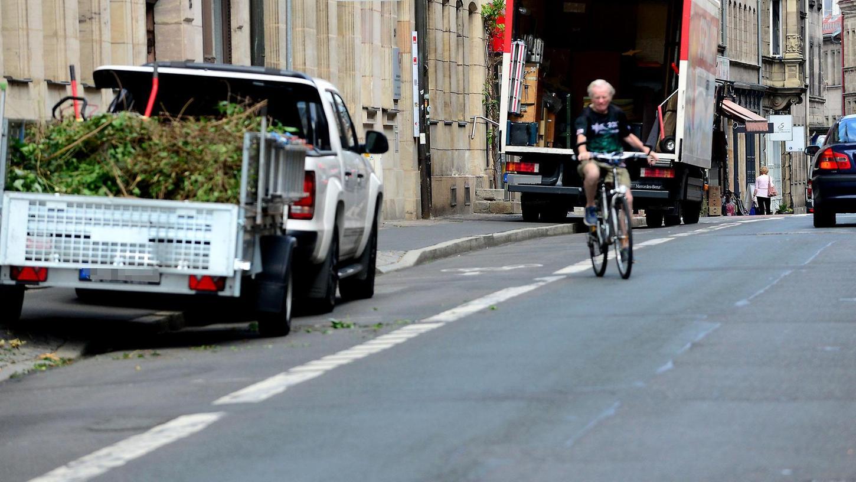 Rücksichtslose Falschparker bremsen Rettungskräfte, Fußgänger und Radler aus.