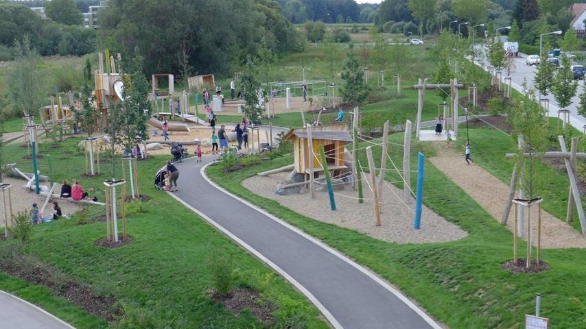 Im äußersten Süden von Nürnberg findet sich der Spielplatz am Gaulnhofener Graben in Herpersdorf, der 2013 im Rahmen der städtebaulichen Entwicklungsmaßnahmen fertiggestellt wurde. Der Spielplatz bietet viel Platz umgeben von Grünflächen und Spielgeräte für Jung und Alt: Auch Parkour-Sportler