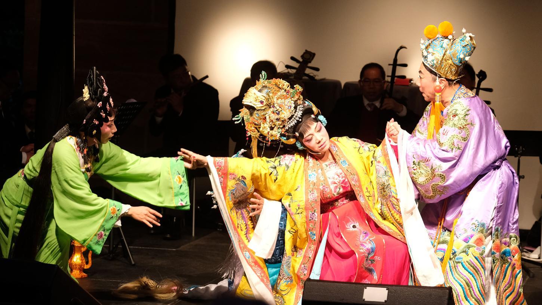 Die Gäste aus China sorgten mit Kostproben im Stil der typischen Kanton-Oper für tief-asiatische Stimmung.