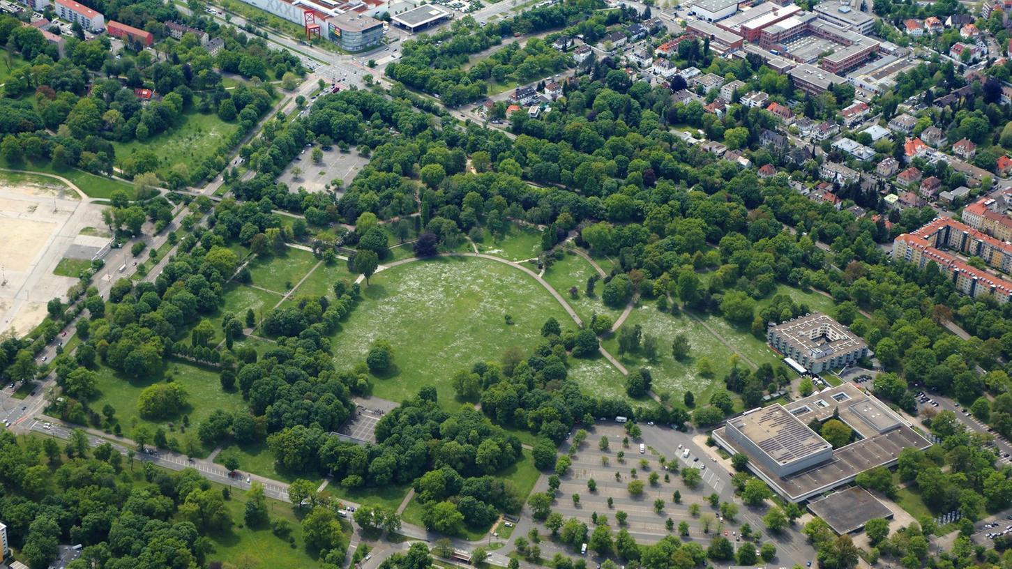 Nürnberg hat seine grünen Ecken - hier der Luitpoldhain neben der Meistersingerhalle.