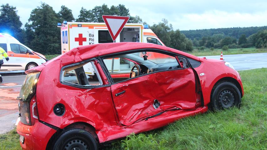 Bei starkem Unwetter: Verkehrsunfall mit Rettungswagen