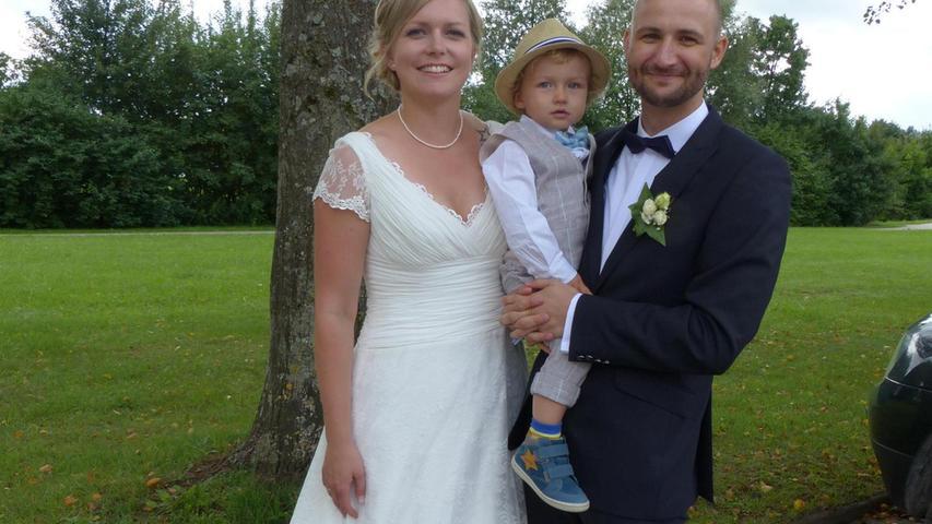 Seit sieben Jahren sind Peter Sturm aus Woffenbach und Jessica Uschold aus Neumarkt ein Paar, inzwischen auch standesamtlich verheiratet und stolze Eltern eines Sohnes (2). Nun erbaten sie den kirchlichen Segen für ihre Ehe in der Wallfahrtskirche