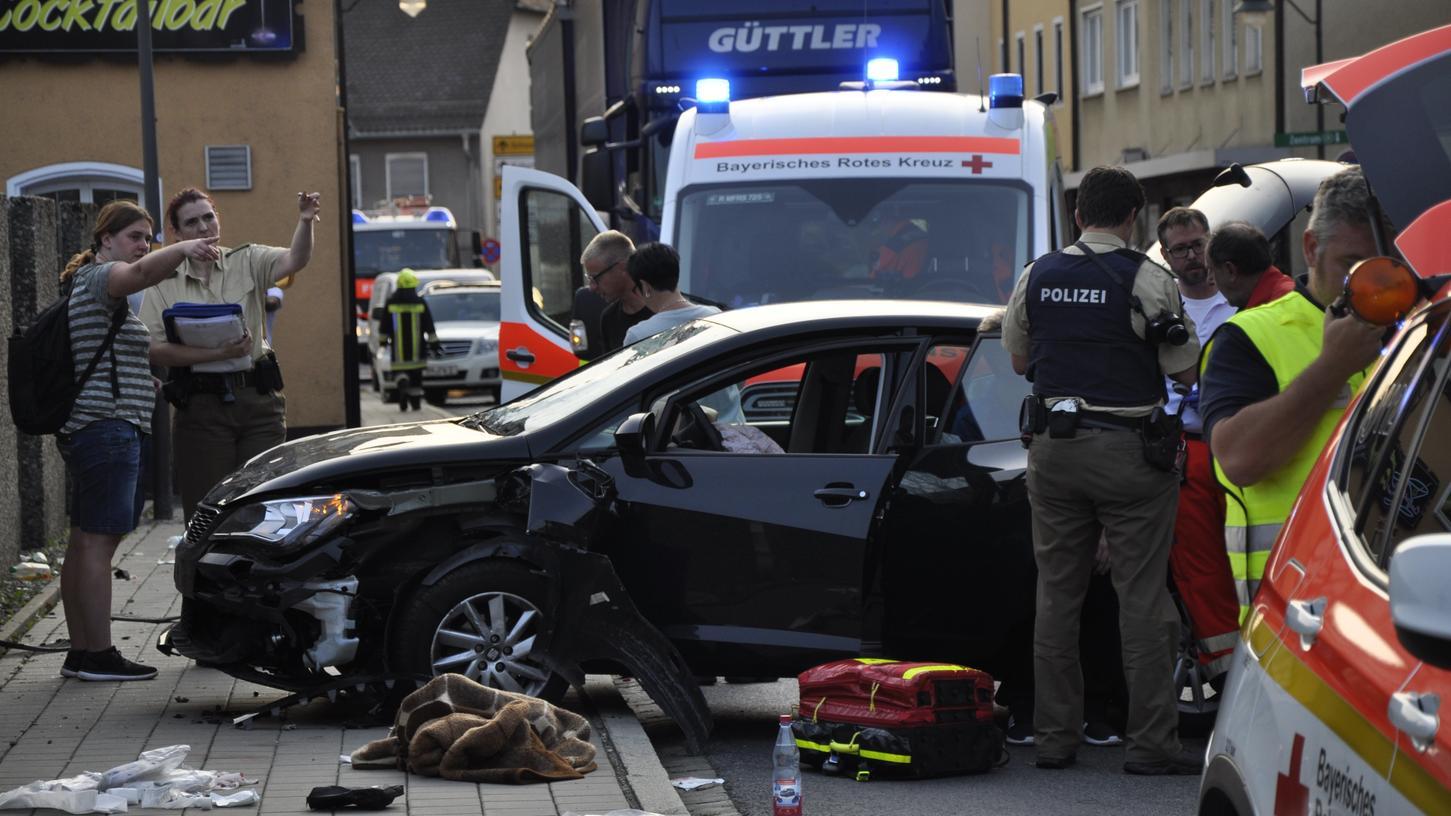 Ein Auto ist in der Rother Innenstadt in eine Familie gefahren.