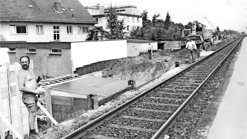 In Schwaig wird ein zweites S-Bahn-Gleis eingerichtet, denn den Zügen soll pro Richtung jeweils ein Gleis zur Verfügung stehen.