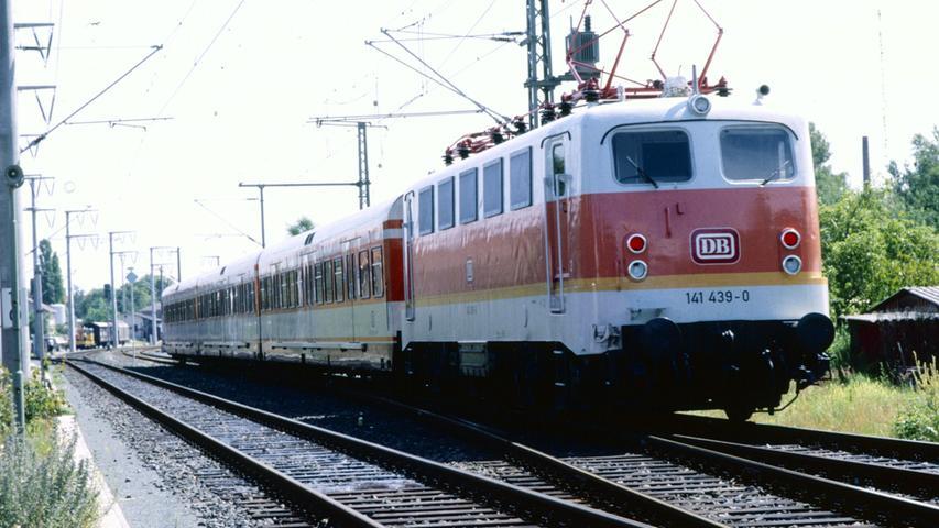 Bevor die S-Bahnen auf der Linie S 1 Nürnberg–Lauf überhaupt den Betrieb aufnehmen können, muss das Material getestet werden. Die Strecke wird  elektrifiziert - also mit einem Fahrdraht ausgestattet - und neue Stationen gebaut.