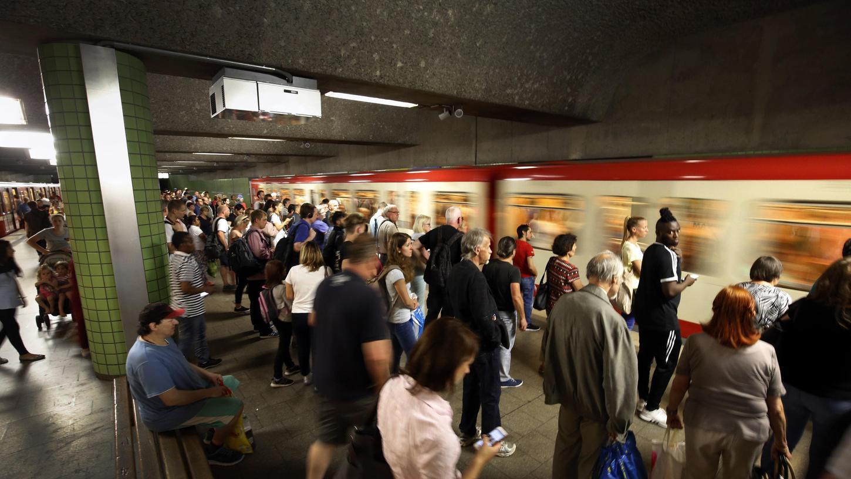 Durch die Baustelle am Bahnhof Eberhardshof müssen die Fahrgäste an der Maximilianstrasse umsteigen, dort herrscht oft Chaos.