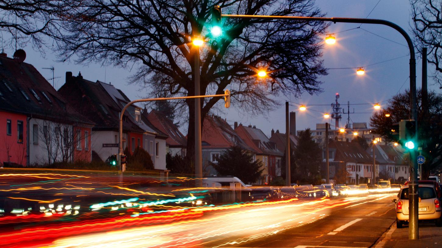 Grüne Ampeln sind in Nürnberg Mangelware. Viele Autofahrer sind deshalb genervt.