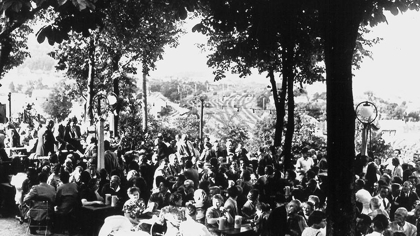 Ein beliebtes Treuchtlinger Gasthaus und Ausflugsziel war einst der Perlachbergkeller. In den 1920er Jahren errichtete die Brauerei Roth das Ausflugslokal am Nordosthang des Perlachbergs. Dort befand sich bereits ein Lagerkeller, und der weite Blick entschädigte die Besucher schon damals für den kurzen Aufstieg. Anton Engelhardt und das Ehepaar Schenk sind als einstige Pächter bekannt. In den letzten Weltkriegsjahren wurde der Betrieb eingestellt, kurz darauf aber wieder aufgenommen. Später kümmerten sich Maria Schußmann (1949 bis 1952), Emmi und Willy Ahrend (1952 bis 1959) sowie kurz auch Karl Hüttinger und Helga Türk um das nach 1959 nur noch zeitweise geöffnete Lokal. Als die Brauerei Roth den Betrieb einstellte, wurde das Gelände sich selbst überlassen und verfiel. Heute erweckt es der SPD-Ortsverein einmal im Jahr wieder zum Leben und feiert auf dem urig-verfallenden Anwesen im Grünen hoch über den Dächern der Altmühlstadt sein