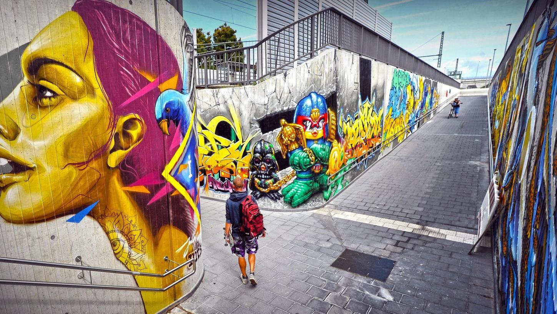 Riesig und doch filigran sind die Graffiti gestaltet.
