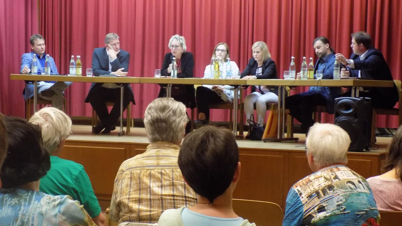 Beteiligten sich an der Diskussion zum Klimaschutz (von links): Manfred Miosga, Andreas Schwarz, Eva Bulling-Schröter, Lisa Badum, Daniela Saiko, Sebastian Körber und Moderator Alexander Buchele.