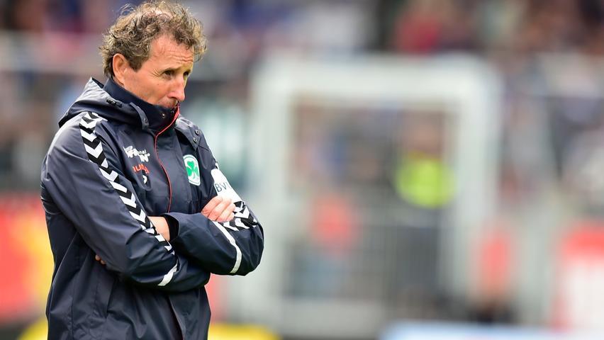 Nur eine Woche später ist der Kleeblatt-Coach mit seinem Team aber zurück auf dem Boden der Tatsachen. Trotz Führung verliert Fürth in Kiel und gibt ein enttäuschendes Bild ab. Als Vorletzter und ohne Punkt nach drei Spielen steckt das Kleeblatt in der Krise.