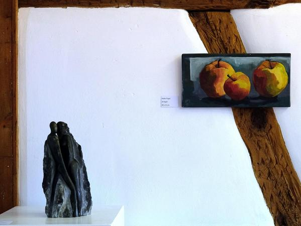 Fachwerk und Kunst: Bekannte Motive aus der fränkischen Landschaft treffen auf Skulpturen.
