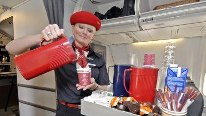 Die Uniform fliegt mit: Die Mitarbeiter von Air Berlin müssen morgens nicht lange überlegen, was sie anziehen.