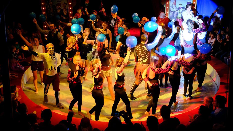 """""""Euer Applaus ist unser Lohn"""" – das ist das Motto der ehrenamtlich auftretenden Artisten im Circus Sambesi. 15 Nummern wurden den Neumarkter Zuschauern diesmal geboten."""