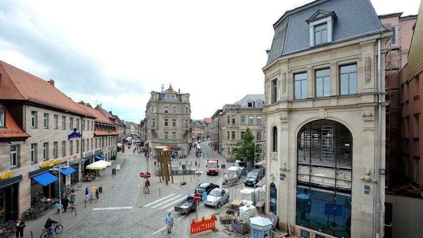 Die Hirschenstraße putzt sich heraus - Der Kohlenmarkt am Anang der Hirschenstraße ist mittlerweile komplett saniert