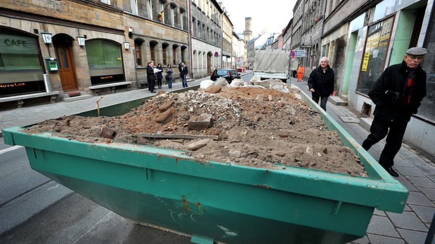 Die Hirschenstraße putzt sich heraus - Das Einzelbaudenkmal Hirschenstr. 23 wird gerade komplett überholt, inklusive Quecksilbersanierung
