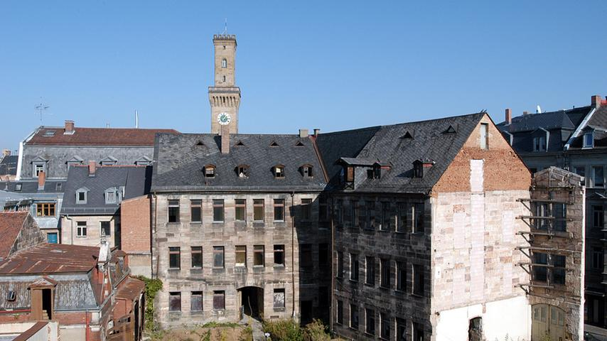 Die Hirschenstraße putzt sich heraus - Das Ämtergebäude 2003 vor der Sanierung