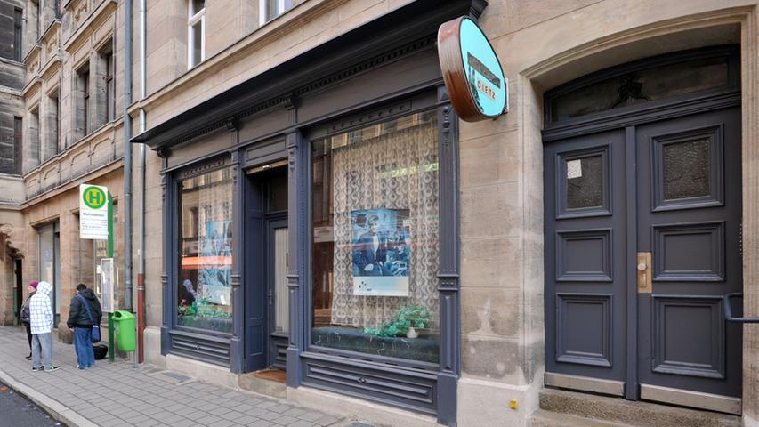 Die Hirschenstraße putzt sich heraus - Nr. 33 glänzt bereits mit neuer Fassade