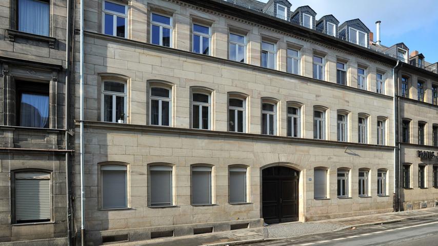 Die Hirschenstraße putzt sich heraus - Das sanierte Haus Nr. 28, die Ateliers im Hinterhof sind zu Wohnungen umfunktioniert worden