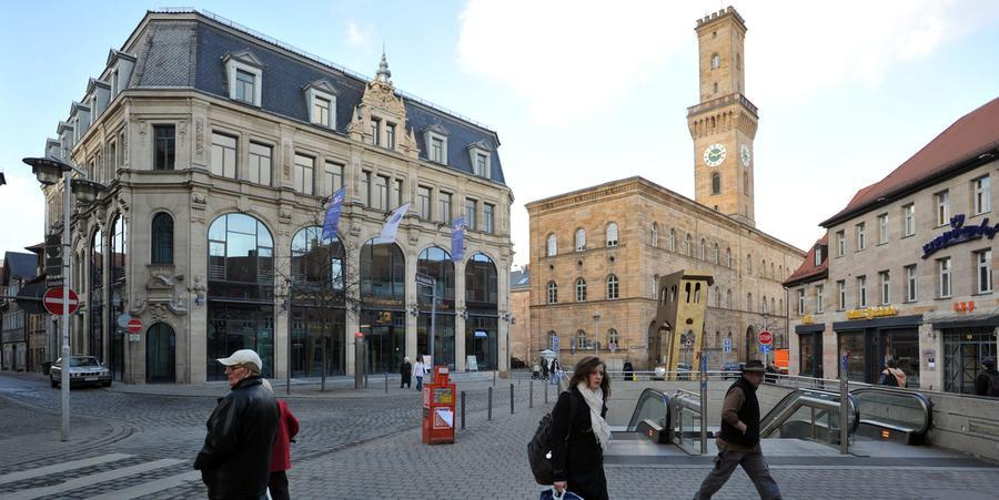 Die Hirschenstraße putzt sich heraus - Der Kohlenmarkt am Anfang der Hirschenstraße ist mittlerweile komplett saniert