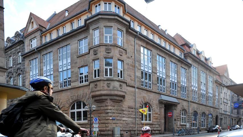 Die Hirschenstraße putzt sich heraus - Das Gebäude der Volkshochschule wurde bereits 1998 saniert
