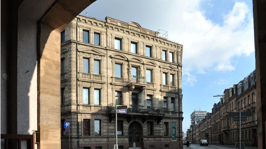 Die Hirschenstraße putzt sich heraus - Blick auf die Fassade Maxstraße 1